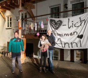 DJK stellt Maibaum  für Anni Buchholz