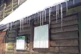 2021-3-22-ZE-Ulrich Spitzmüller-Frühlingsanfang-Eiszapfen Kreuzsattelhütte