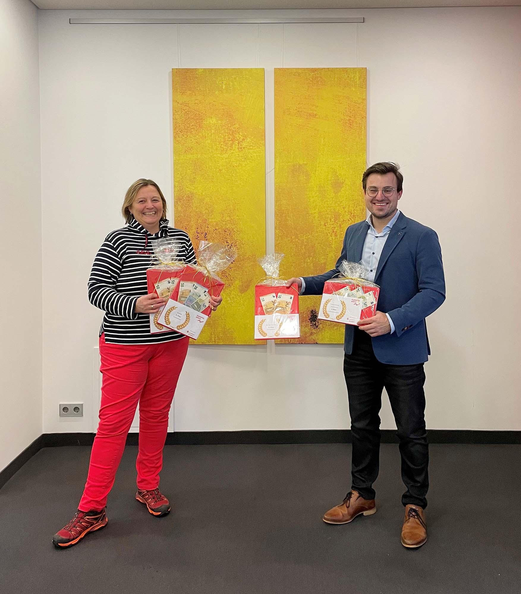 2021-3-3-Kinzigtal- Sparkasse Planspiel Börse- Sabine Kühn und Stefan Pfaff