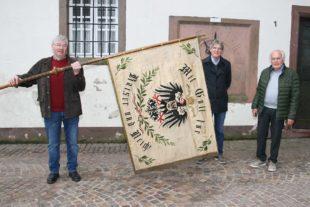 Eindrucksvolle Fahne aus Kaiserzeit für das Storchenturm-Museum