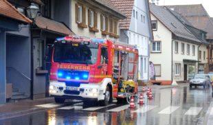 Feuerwehr pumpt Keller leer