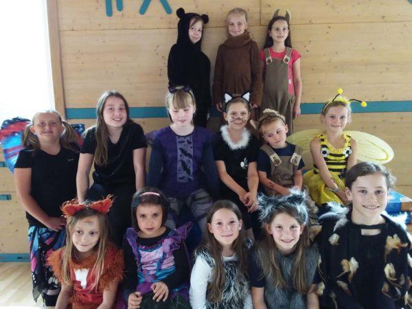 Kinder-Theaterprojekt Chamäleon:  »Keine Angst vor'm bösen Wolf« und »Chaos im Indianerdorf«