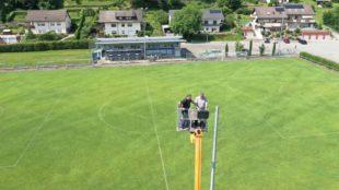 Arbeitseinsatz in luftiger Höhe hoch über dem Eckwaldstadion