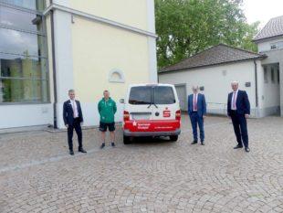 Sparkasse unterstützt die DJK bei der Anschaffung eines Vereinsbusses