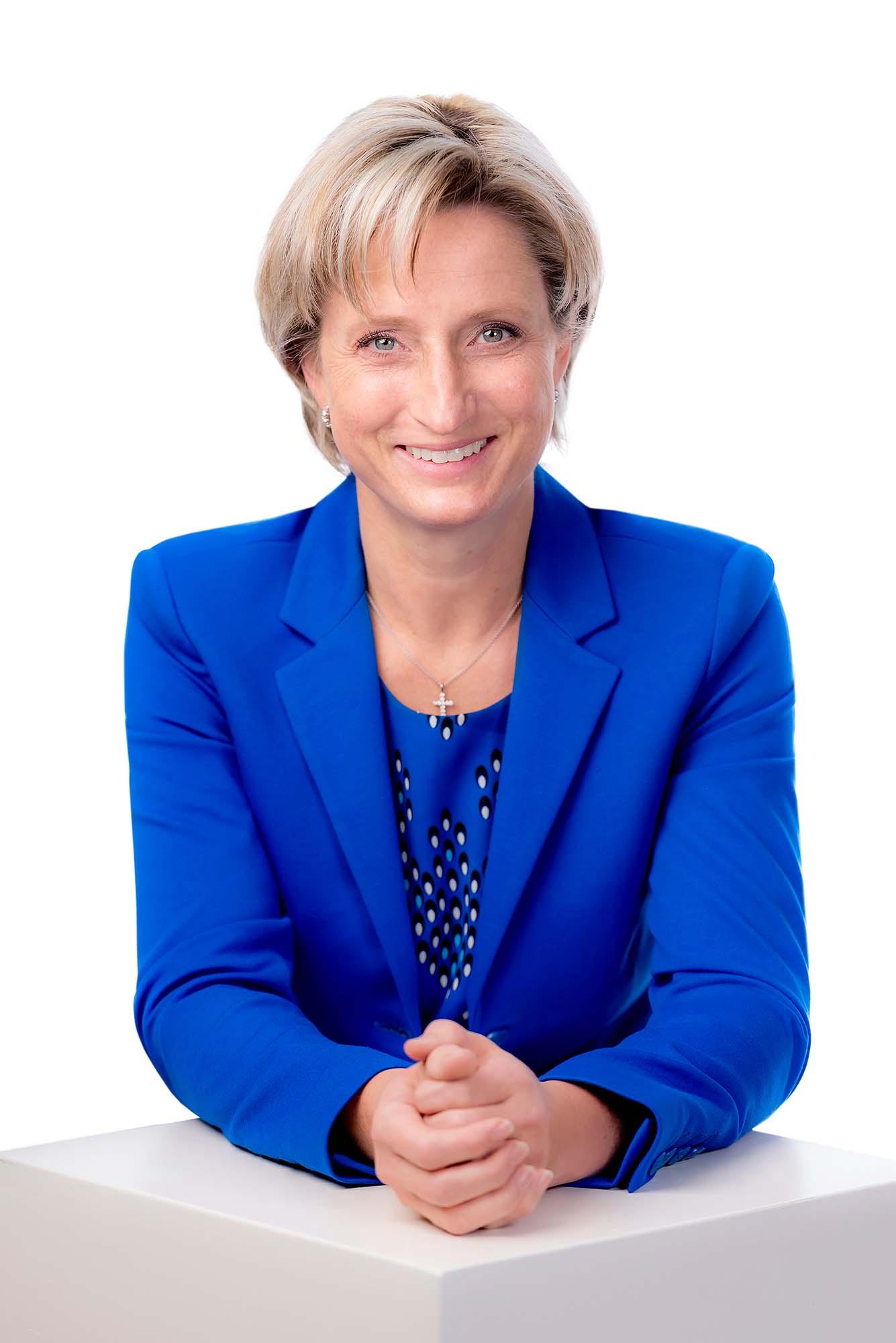 2021-7-9-ZE-CDU- 40_Nicole-Hoffmeister-Kraut-Pressefoto-01-transparent_891-a5842a37703a01258b7e1c2f8a894d95