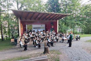 Stadtkapelle Zell am Harmersbach: Musikalischer Feierabend im Stadtpark