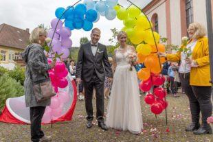 Zeller Fußballer, Turnverein und Kindergarten gratulieren zur Hochzeit