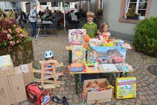 Zelli-Ferienkinder boten am Samstag auf dem Flohmarkt ihre Schätze an
