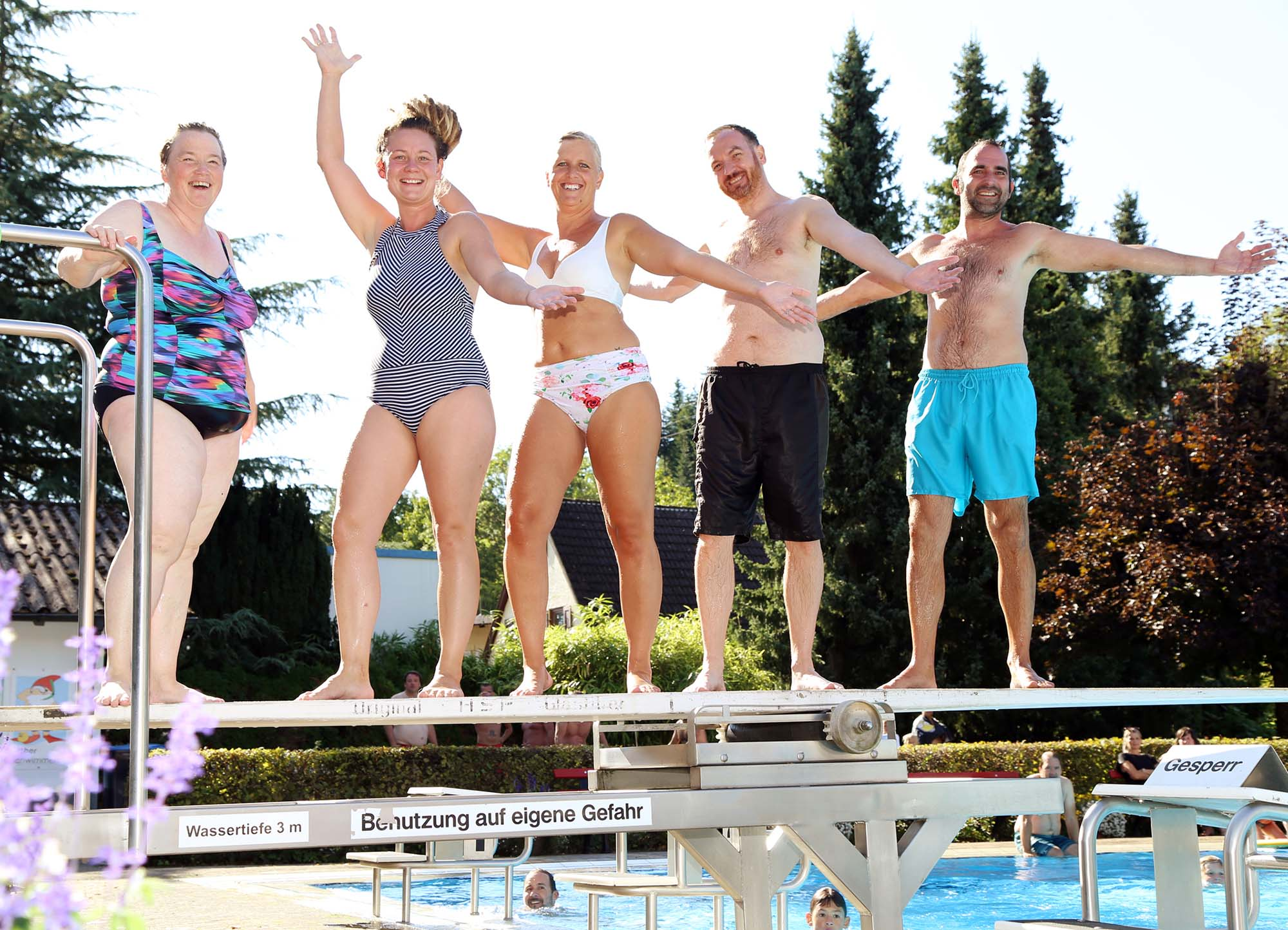 2021-9-15-OH-Anne-Kathrin Heizmann-Schwimmbadfest-Vorstandschaft freut sich über gelungene Badesaison
