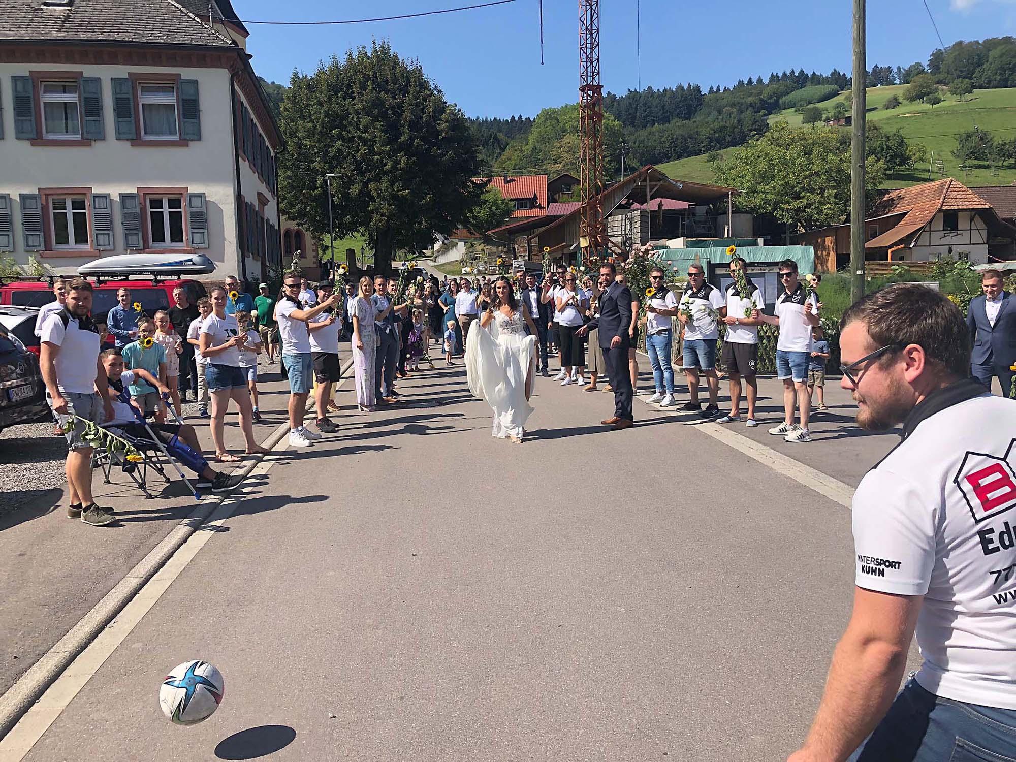 2021-9-8-BI-PB-bsch-DJK-Hochzeit-Julia Beck beim Torschuß