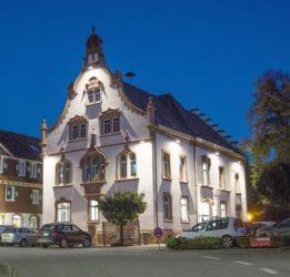 Oberharmersbacher Rathaus nach über drei Jahren wieder vom Gerüst befreit
