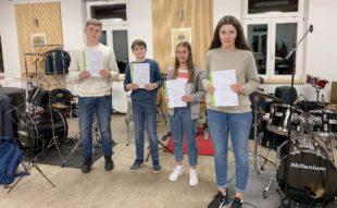 Musikabzeichen für fünf Jungmusiker