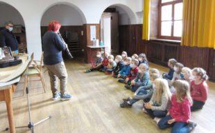 Grundschul-Kinder in Nordrach lernen Instrumente kennen